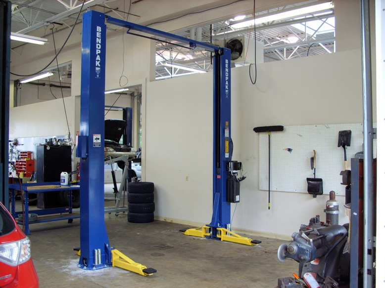 Challenger Lifts E10 Vs Bendpak S Xpr 10 Comparing And